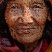 083_nepal_2014_klaus_rssner_nepfoa_260214_alte-frau-in-kathmandu