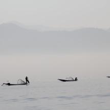 19_12-Punkte_Myanmar_2015_Vera_Kühne_MYASUD-070214_Nebelboote